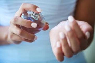 ماندگاری بوی عطرتان را با این روش های ساده چند برابر کنید.
