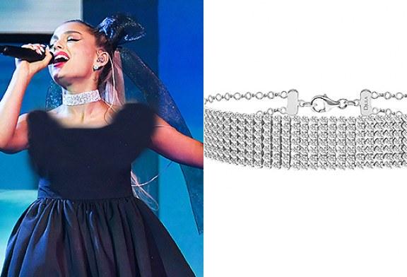 گردنبند چوکر دردسرساز خواننده ی معروف آمریکایی، آریانا گرانده در مراسم افتتاحیه جوایز بیلبورد