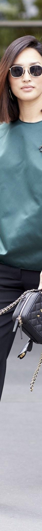 پنج دلیل متخصصان مد و فشن برای استفاده از گل سینه و سنجاق سینه