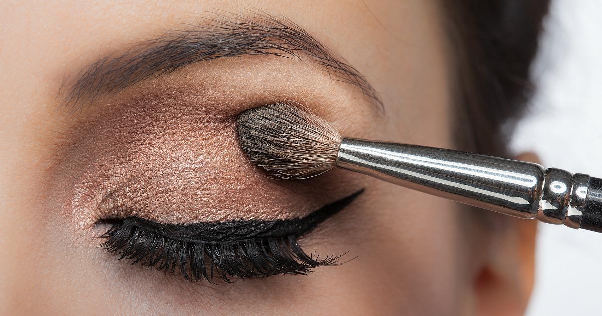 نکته ی دوم: از برس های مناسب برای آرایش چشم استفاده کنید!
