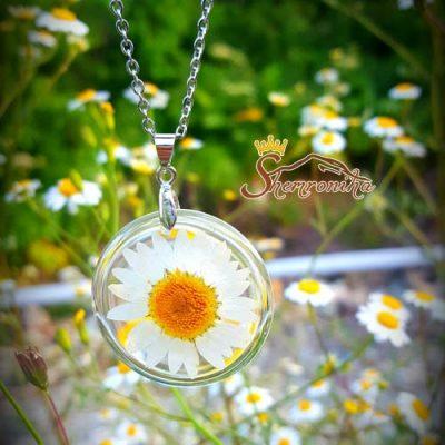 جواهرات دست ساز حاوي گل